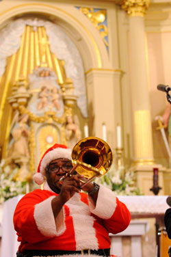 Santa Musician Photo, St Louis Cathedral Holiday Concerts Photo